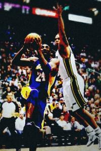 Kobe drives to basket past Deron Williams.