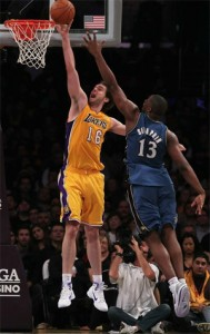 Pau Gasol lays in two against Wizards.