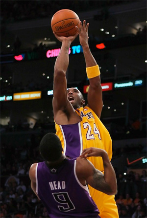 Kobe Bryant vs. Kings - 12.03.10