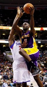Lamar Odom drives to basket for two against Sixers.