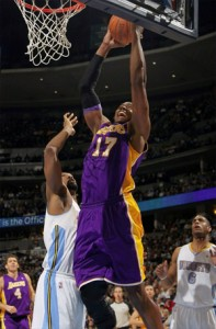 Andrew Bynum goes up for two against Nuggets.