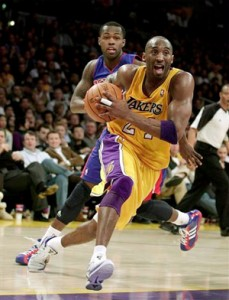 Kobe Bryant drives to basket against Pistons.