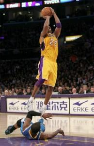 Kobe Bryant takes shot against Hornets.