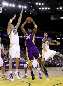 Kobe Bryant drives towards basket against Warriors.