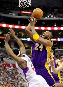 Kobe Bryant goes up for two against Clippers.