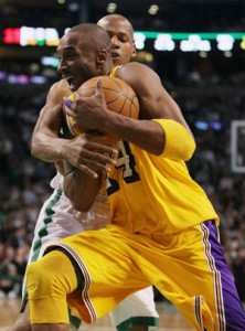 Kobe Bryant drives to hoop against Celtics.