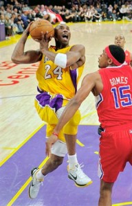 Kobe Bryant drives hard to basket against Clippers.