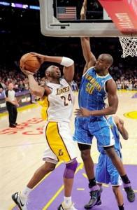 Kobe Bryant drives hard to the basket against Hornets.