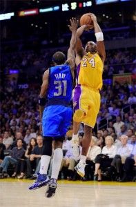 Kobe takes a jumper against the Mavericks.