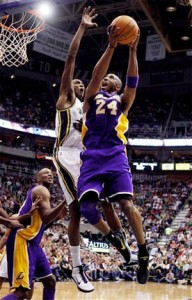 Kobe Bryant drives to the basket against the Jazz.