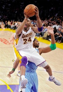 Kobe Bryant forcing his way for a shot against Nuggets.