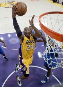 Kobe Bryant lays in two against Dallas.